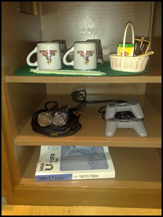 7-games-console-and-mugs-S