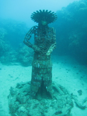 Lynn Amp Mike Around The World Underwater Statues Grenada